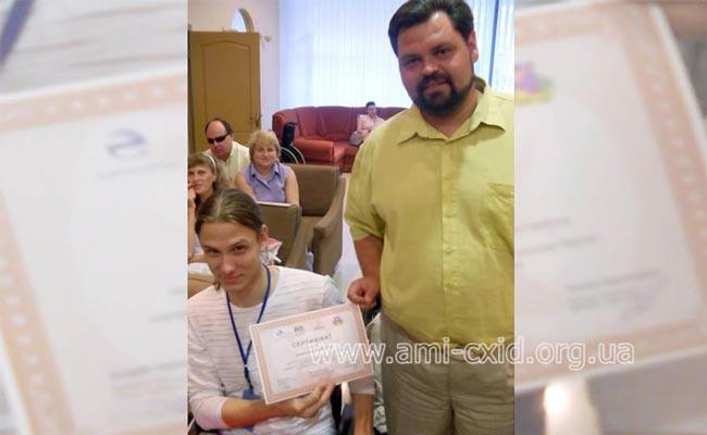 Вручення сертифікатів учасникам тренінгу