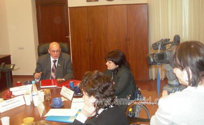 Подписание меморандума ЛОМОО «АМИ-Восток» с Луганским областным центром занятости
